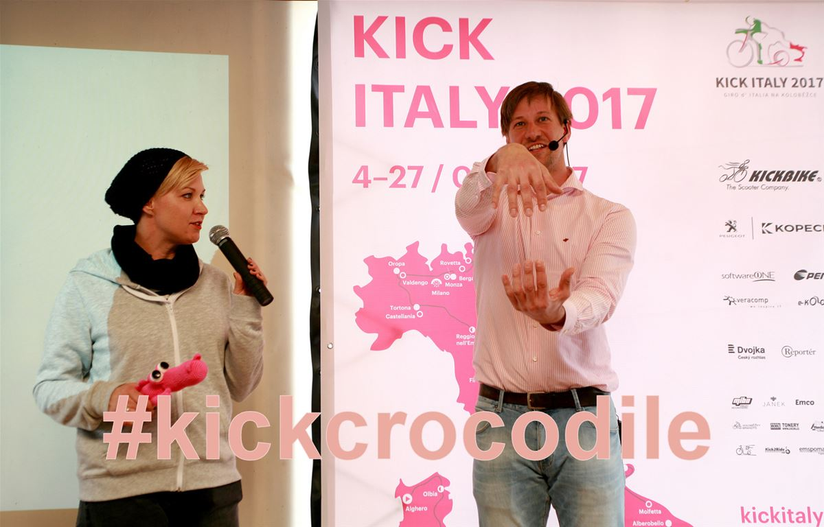 Václav Liška demonstrating a crocodile gesture at a press conference dedicated to Giro on scooters