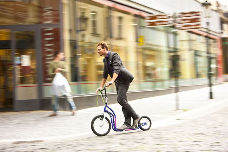 A versatile scooter combining speed and skilful manoeuvring in the city as well as outside it.