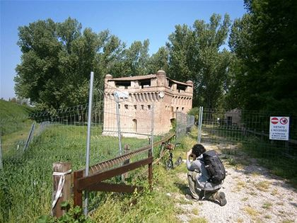 Remains of the fortified tower (Rocca Possente) from the 14th century. The fortress was used to control the passage of boats on the river.
