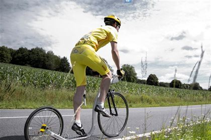 The yellow jerseys have been designed specially for the Kick France 2013 event.