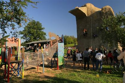The Cakle sporting area offers entertaining activities for the whole family.
