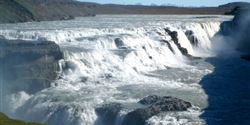 The Gullfoss waterfall located on the Hvítá river only 10 km far from the geothermal area tumbles in a double cascade. The water falls from a height of 10 and 20 meters.