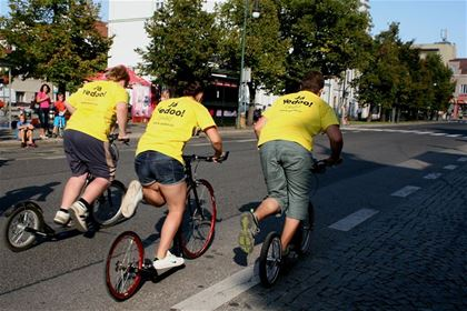 "The Yedoo team that was strongly represented at Grand Prix Říčany is easily recognizable during the race, since all its members wear glaring yellow T-shirts with a message saying: ""Já Yedoo!"" (I Do Yedoo!)."