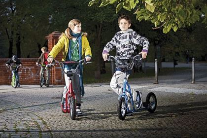 Safe scooter, model Wzoom, for restless school kids age 6 and older.