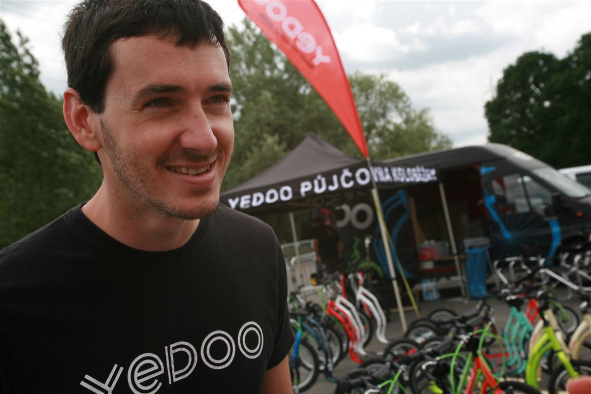Jirka in front of Yedoo Scooter Rental in Stromovka park