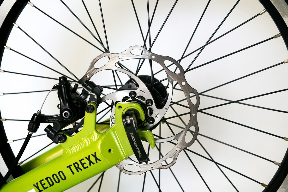 Constructors have chosen the well-tested Tektro MD-M300 Aries disc brakes.